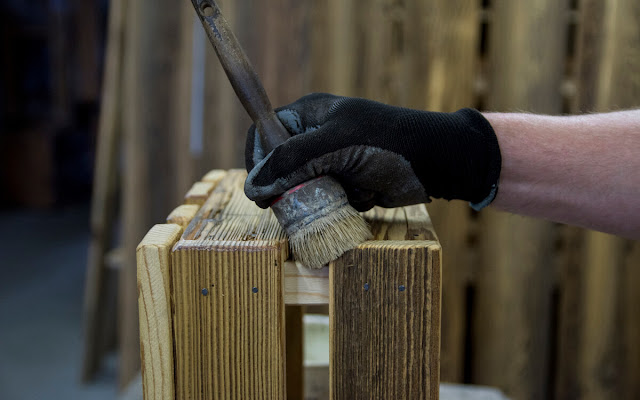 Manufaktura mebli ze starego drewna – zrównoważony biznes, zrównoważone życie - CZYTAJ DALEJ