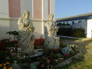 Браїлів. Свято-Троїцька католицька церква. Скульптури святих
