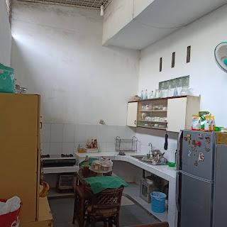 Dapur rumah dalam komplek 3 lantai 3 kamar tidur di Jl. Karsa depan kantor BPJS Kesehatan Medan