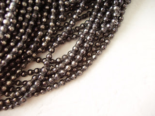 vintage glass beads. vintage style jewelry
