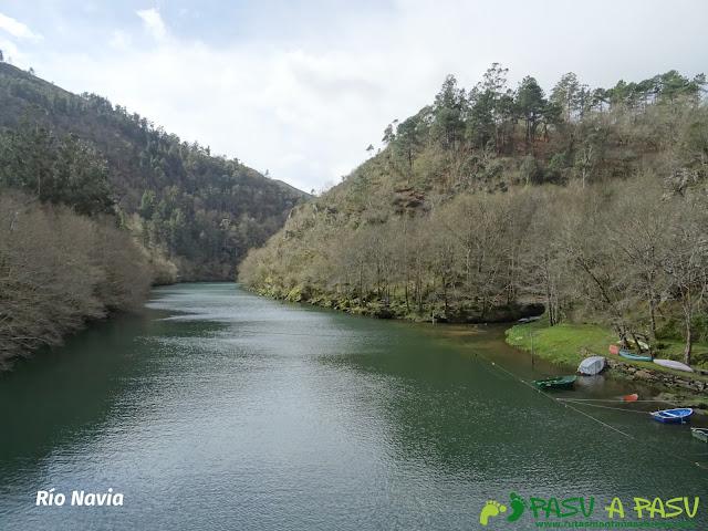 Río Navia desde el Puente de Castrillón