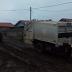 Caminhão de lixo da prefeitura de Congonhinhas fica encalhado em Santa Maria