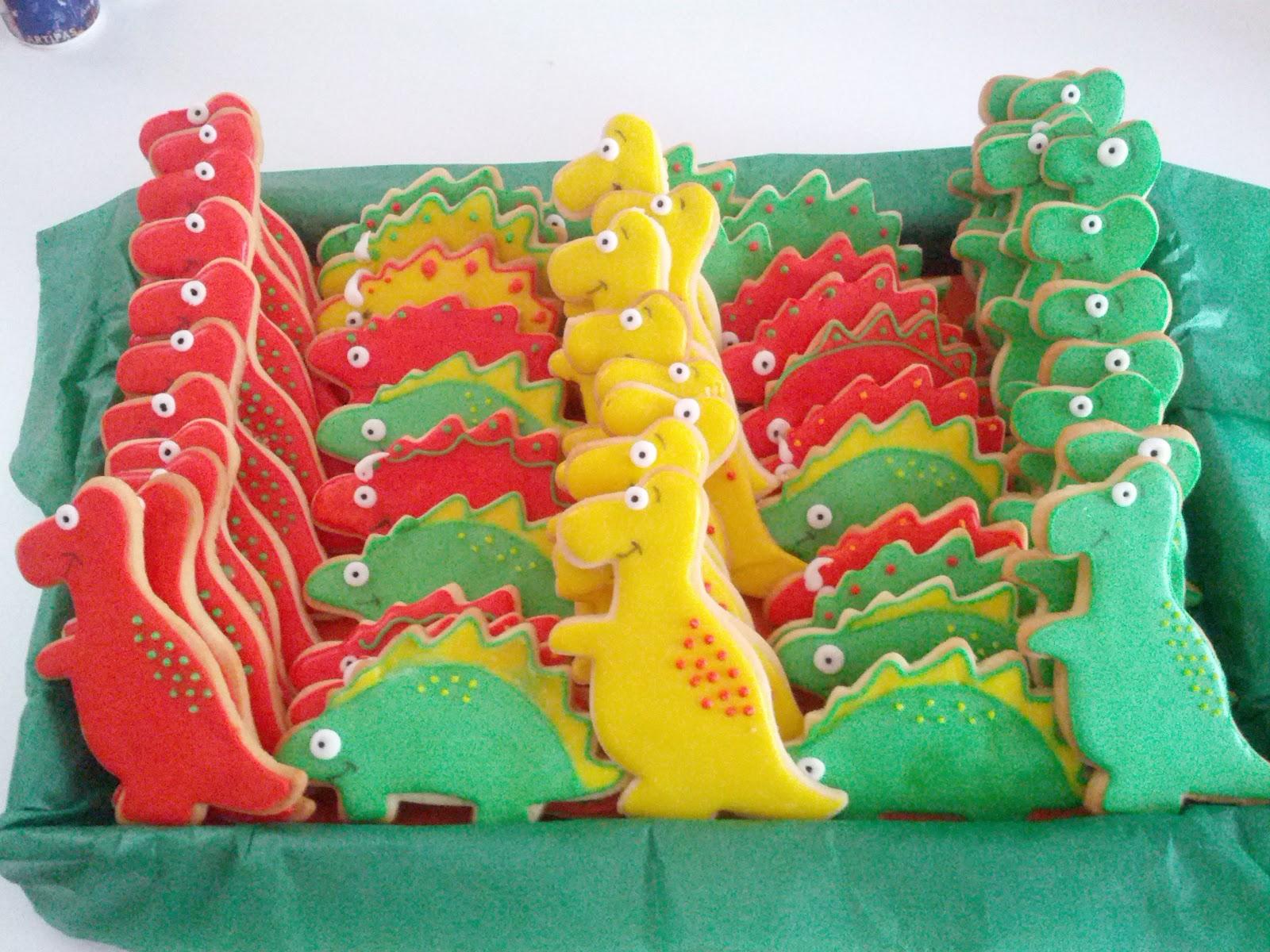 Cintita sus tartitas y m s cositas fiesta dinotr n para for Puertas decoradas con dinosaurios