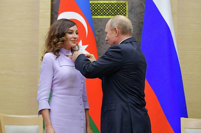 Putin premió a la esposa de Ilham Aliyev