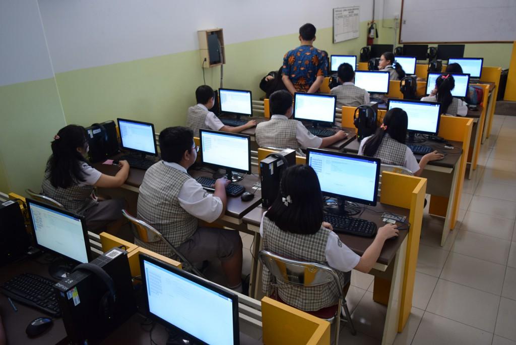 IP Kalam Kudus Laksanakan Ujian Mid Semester Berbasis Komputer