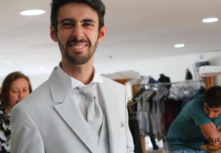 A escolha do fato do noivo + casamento + casório + enlace + fato irreverente + a bela noiva + fato branco cinza + noivo mais bonito + blogue portuguès de casal + ela e ele + ele e ela + pedro e telma