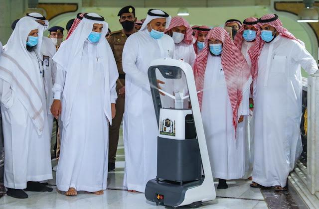 Masjidil Haram Gunakan Robot Canggih untuk Musnahkan Corona, Lihat Videonya