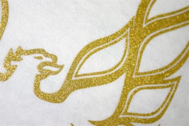 Hình in nhũ vàng