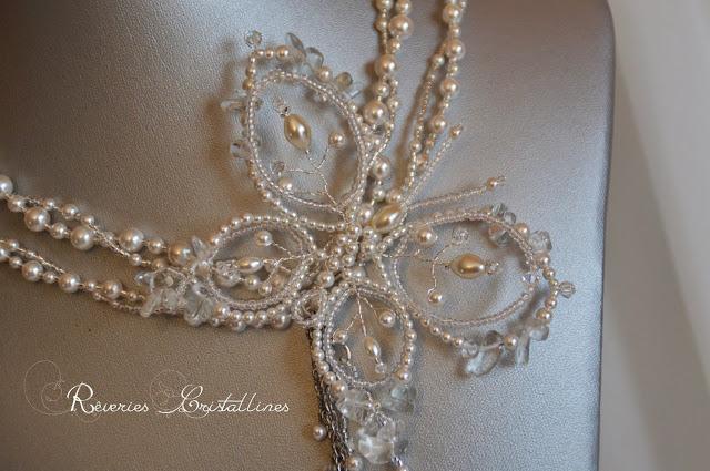 collier mariage papillon perles et mini rocailles