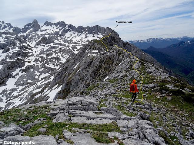 Enlazamos con el Collado Verde en Picos de Europa.