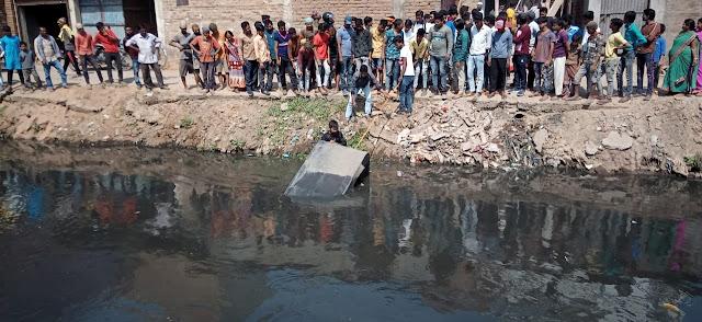 कोयरी टोला के समीप सैदपुर नहर में एक ऑटो गिरा
