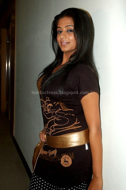 Priyamini hot poss