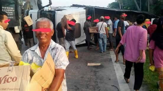 Penduduk Kuala Selangor Di Kecam Kerana Ambil Kesempatan Ketika Lori Vico Terbalik - Ini Jawapan Dari Pengurus Syarikat Lori Terbabit
