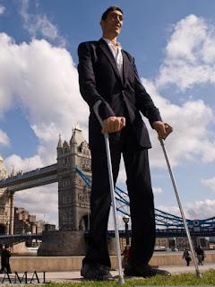 أطول رجل في العالم