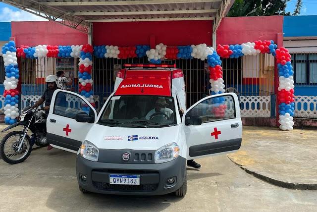 Prefeita Mary Gouveia entrega ambulância nova a população de Massauassu