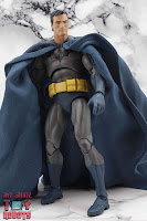 MAFEX Batman (Batman: Hush) 24