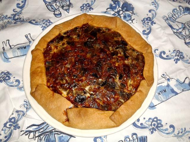 солоний пиріг зі слойоного тіста з овочами кіш