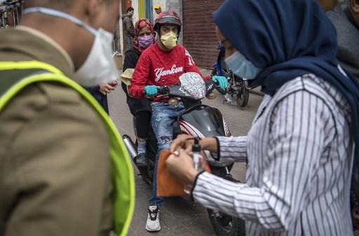 خبير يوصي بضرورة ارتداء الكمامة بعد تفشي الجائحة في المملكة