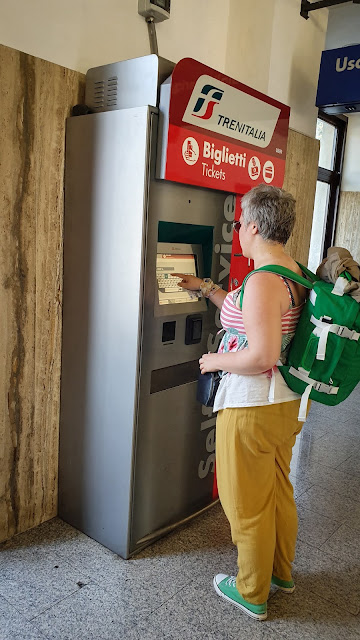 Buying train tickets (Tivoli -> Roma Tiburtina), Italy