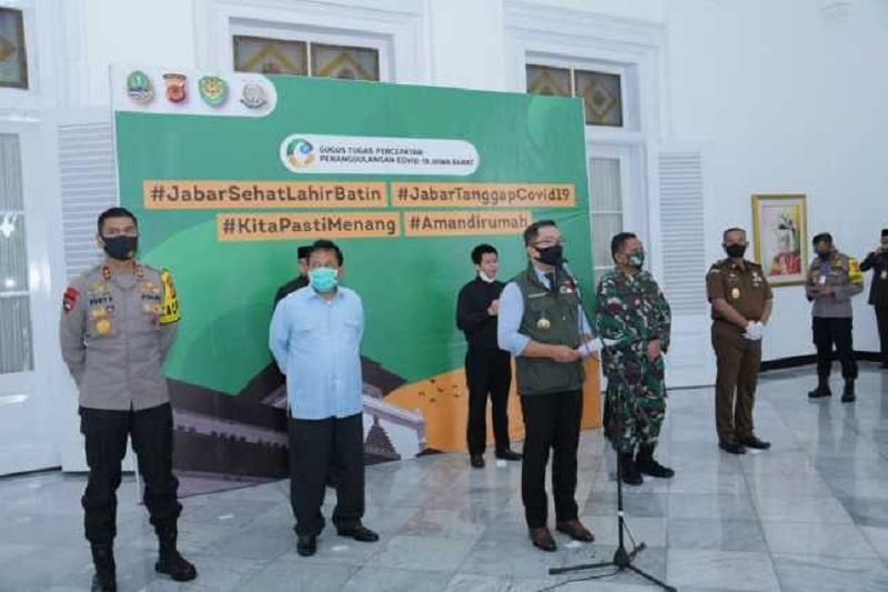Kapolda Jabar Hadiri Konferensi Pers Tentang Pelaksanaan PSBB di Wilayah Jabar