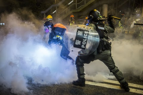 A hongkongi kormányzó nem mond le, a tüntetők általános sztrájkot hirdettek