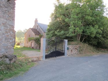 Stone wall, Manoir with gated entrance, Private, privacy in France,