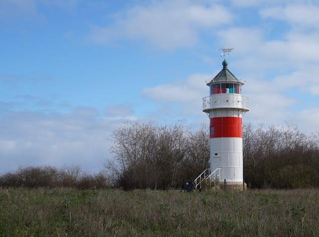 6 spannende Highlights im Süden von Als. Der Leuchtturm in der Nähe von Poels rev bietet einen schönen Ausblick auf die Küste von Alsen.