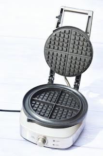 Small open waffle iron
