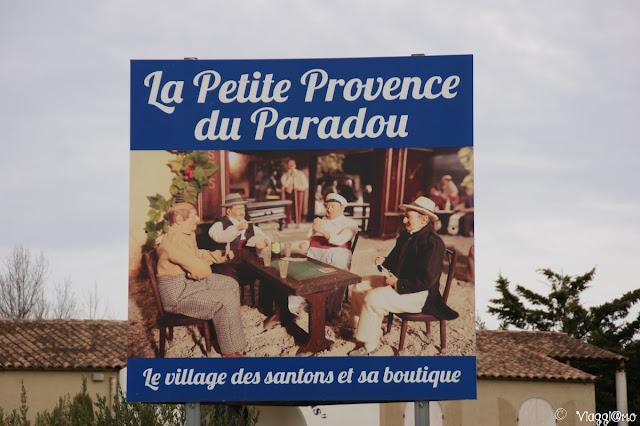 Il piccolo villaggio provenzale di Santons a Le Paradou
