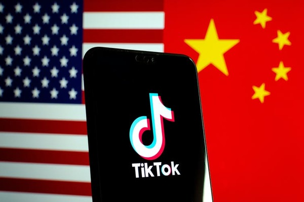 تقارير: الصين تفضل إغلاق TikTok على بيعه لشركة أمريكية