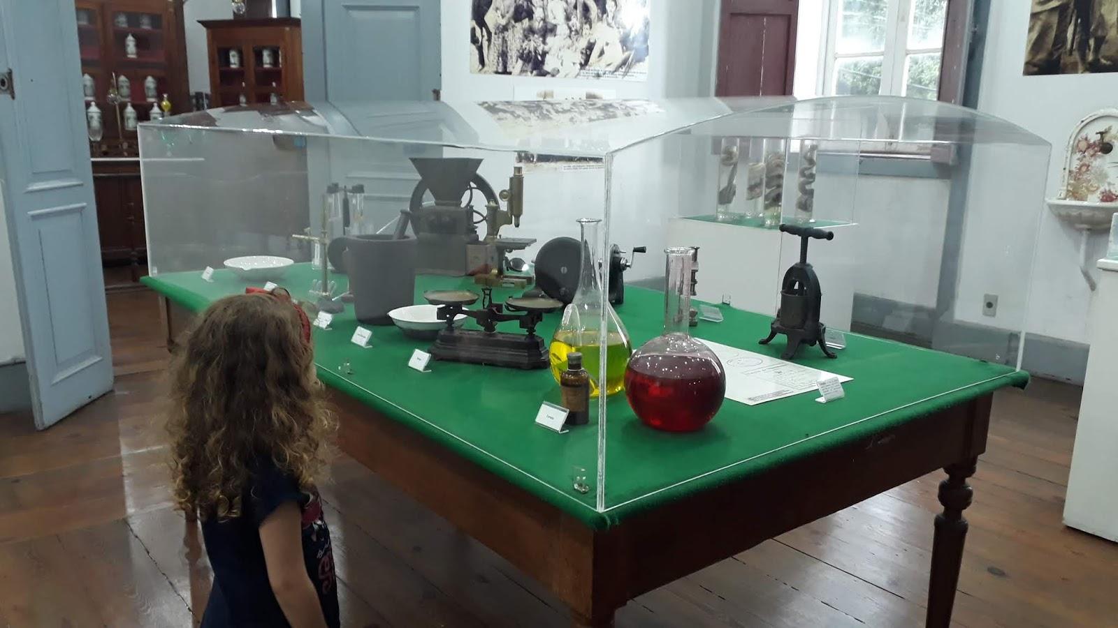 Instrumentos de trabalho do boticário/farmacêutico - Museu da farmácia UFOP
