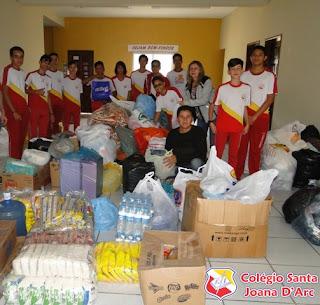 Colégio Santa Joana D'Arc realiza campanha para doações aos necessitados...