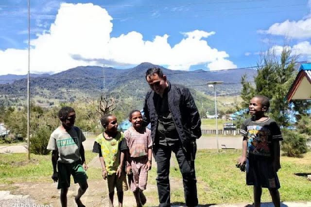 Rayakan Lebaran di Papua, Kasatgas Humas Nemangkawi Dapat Kiriman Foto Ketupat
