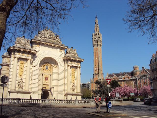 Porte de Paris e a Mairie de Lille ao fundo - Norte - Nord pas de Calais - França