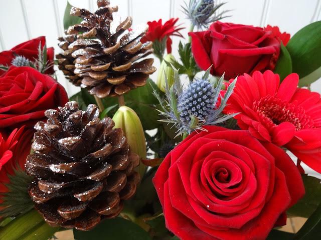 Roses, Festive Thistles