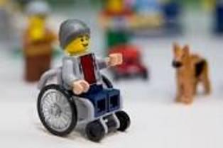 Imagen del Lego en sillas de ruedas