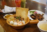 Mi kepiting, sate babi, crab noodle, pork satay