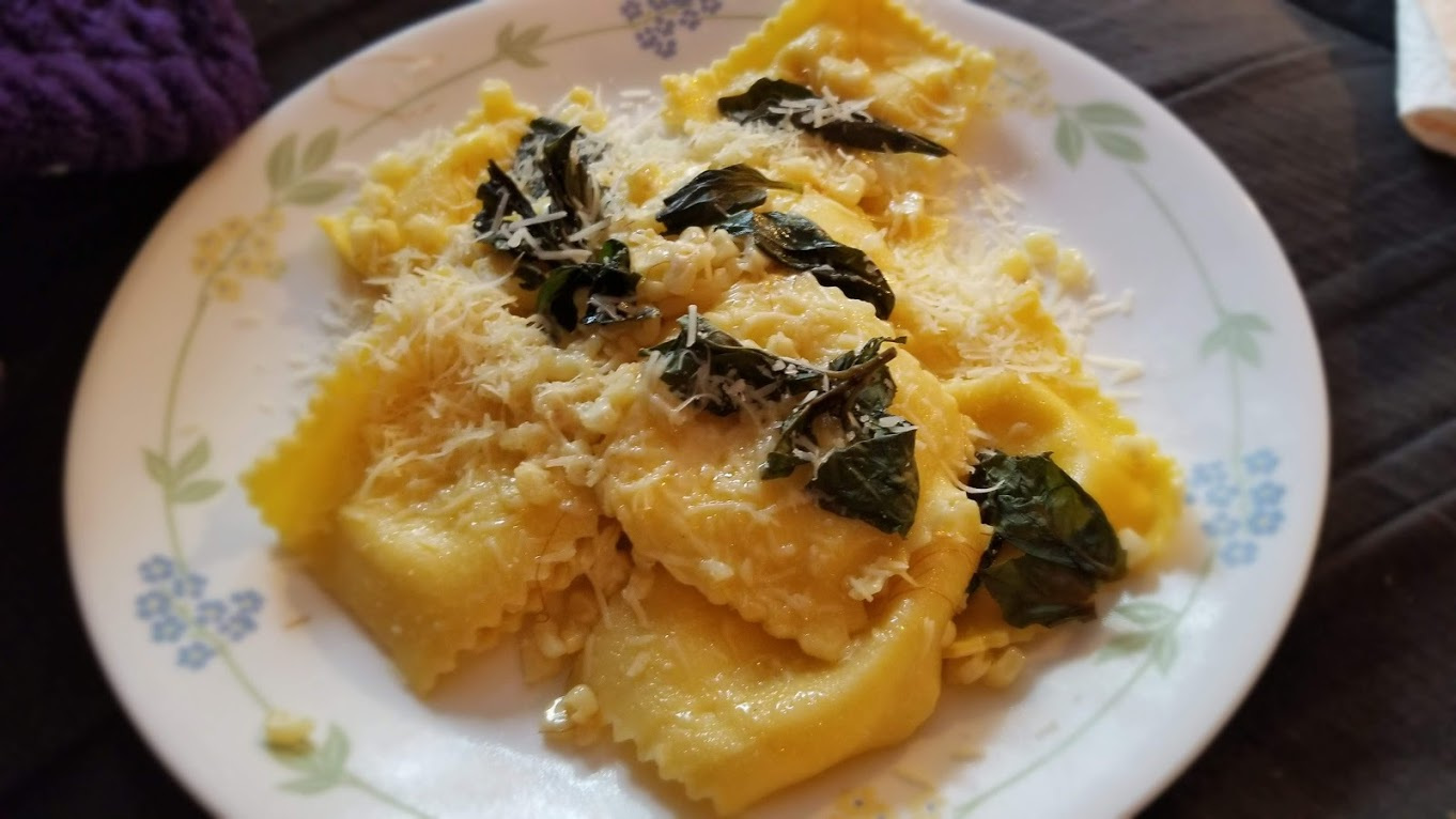 Dinnerly cheese ravioli with basil and parmesan