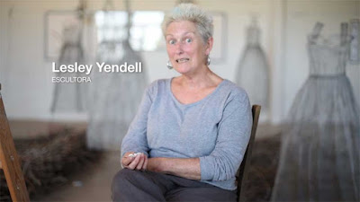 Lesley Yendell es una Escultora inglesa con residencia en España, en  la CCAA  de Cataluña, más concretamente, en la comarca del Penedés.   Su trabajo se basa tanto en el paisaje del Penedés como en los objetos domésticos cotidianos.  www.casaruralurbasa.com