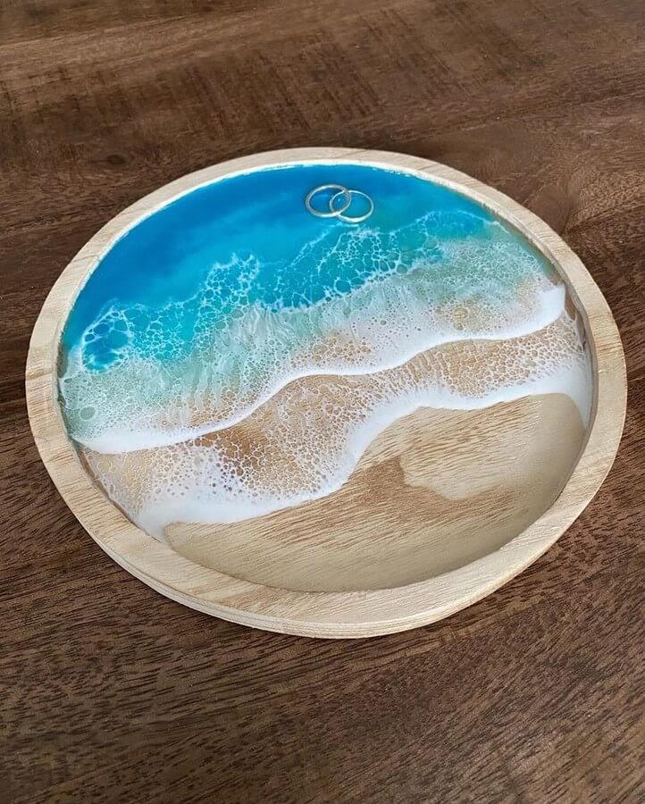 09-Ring-tray-Rivka-Wilkins-Realistic-Ocean-Resin-Paintings-www-designstack-co
