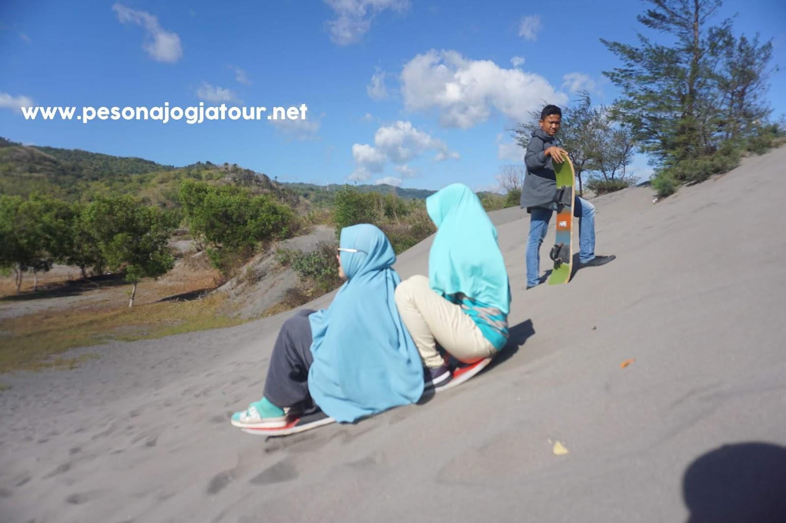 Sandboarding Gumuk Pasir