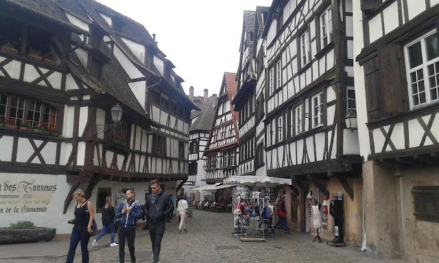 Fransa Strasbourg tarihi evler ve dar sokaklar