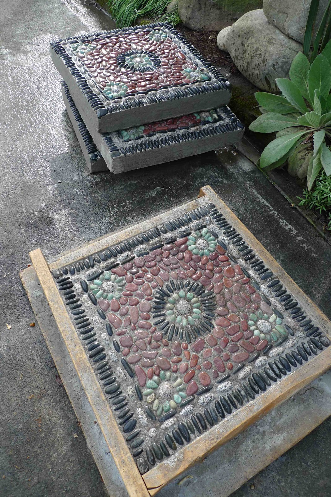 Jeffrey Bale's World of Gardens: Building a Pebble Mosaic ... on Stepping Stone Patio Ideas id=81753
