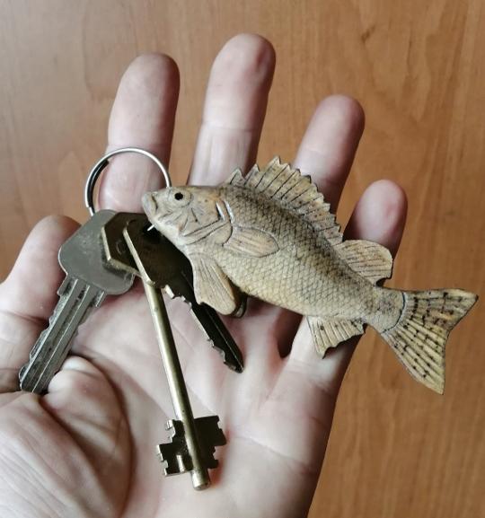 берелок для ключей в подарок рыбаку