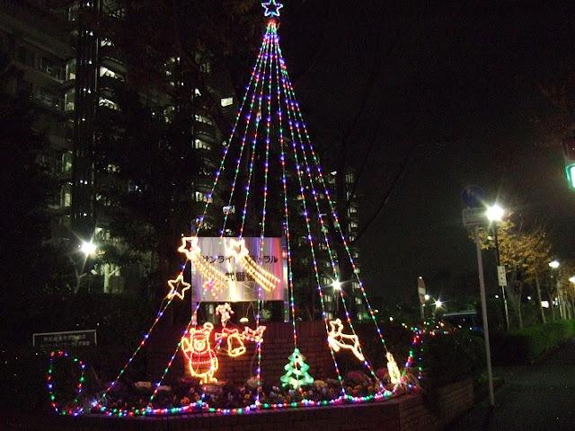 交差点のクリスマスイルミネーション
