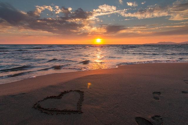 قصة حب, الحب, رسالة الحب, العشق, رومانسية, دقات القلب, حب النفس, حب الله, الحب الأول, معدل نبضات القلب الطبيعية