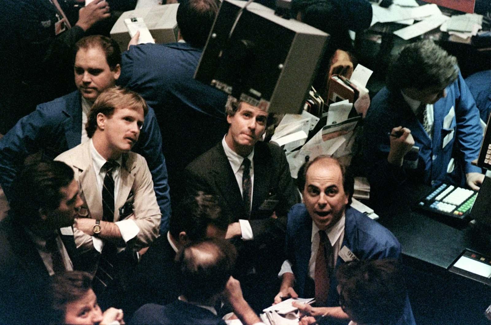 black Monday 1987 photographs