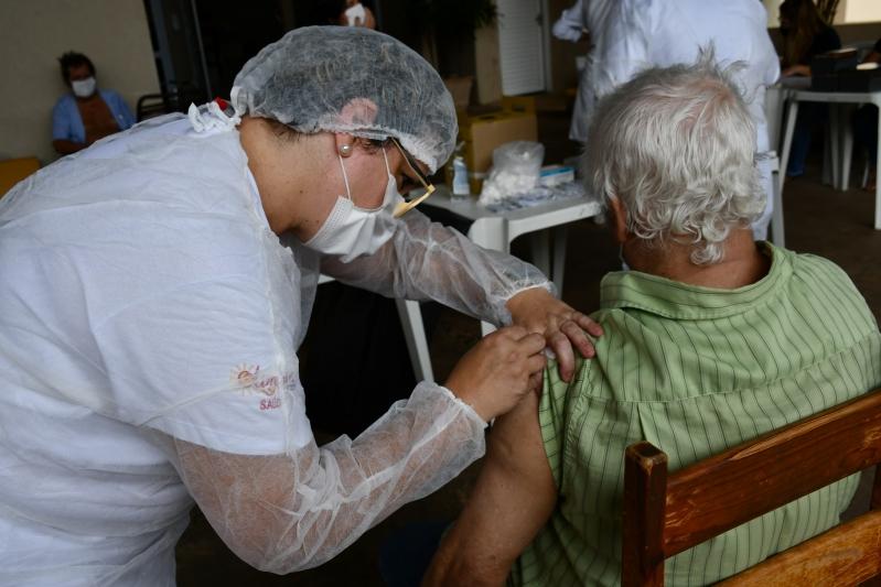 Olímpia já imunizou mais de 400 profissionais de saúde contra a Covid-19