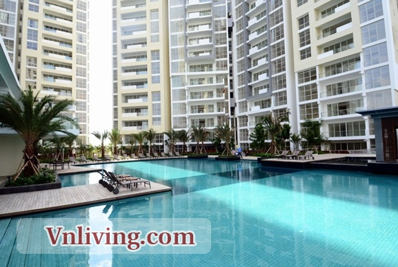 The Estella apartment swimming pool in District 2