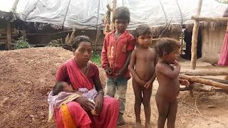 बदकिस्मत चार बच्चों की हकीकत, मां की हो गई मृत्यु, पिता अस्पताल में, अब कौन करे देखरेख